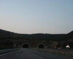 Sardīnijas salā ir simtiem tuneļu..īsāki un garāki...