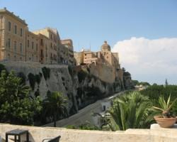 Olbijas pils vecie mūri labi sadzīvo ar jauno laikmetu