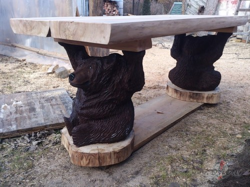 redzams tikai galds