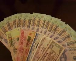 dienas laikā miljonārs- 1 eur=27500dongi