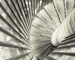 Kāpnes ved augšu vai lejup?