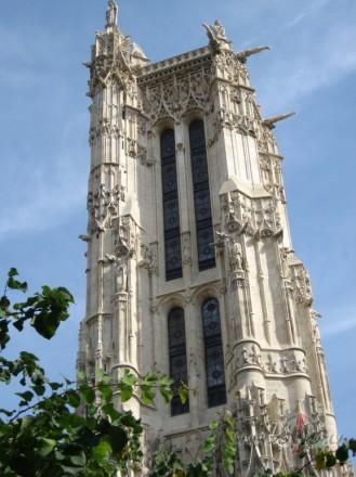 <span class=&quot;f15 lh1p5&quot;>S.Žako tornis un Paskāla statuja centrā</span>