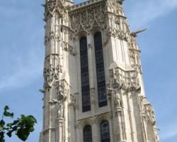 S.Žako tornis un Paskāla statuja centrā