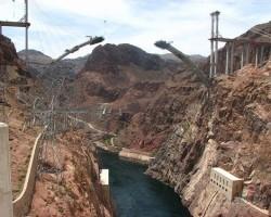 Tilta celtniecība lejpus Hoover Dam