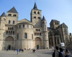 Katedrāle - majestātiska un svinīga...