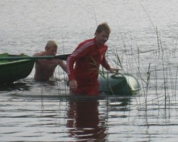 shitas saucaas, nahuj tev zem promileem janjem taa kanoe laiva:))jeb ataa telefon un brilles:))