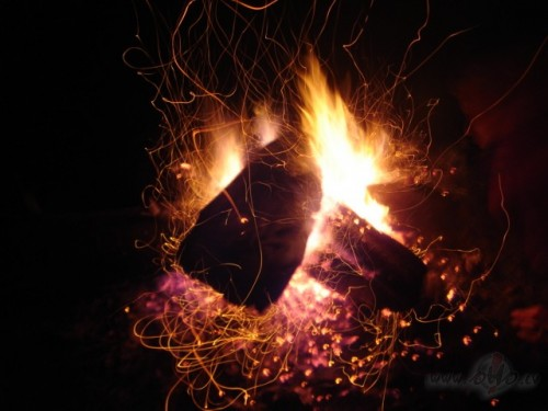 dzirkstī uguns