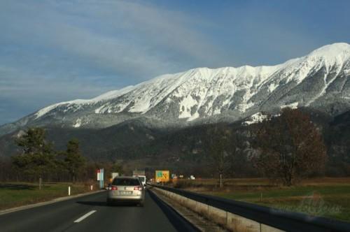 Pa mašīnas logu (Slovēnija)