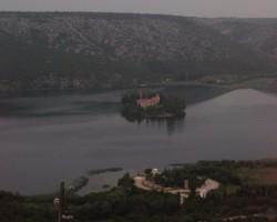 Pils ezerā