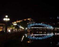 Tbilisi naktī - stikla tilts