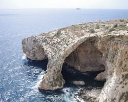 Blu Grotto.. Slavena vieta Maltas krastā..