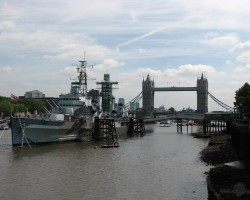 skats uz Tower bridge