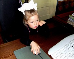 trīs gadiņos jau datorpele klausa...:))