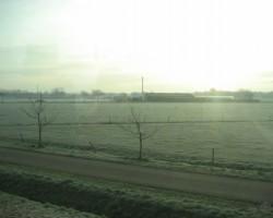 ...pa vilciena logu...dzestrs rīts...