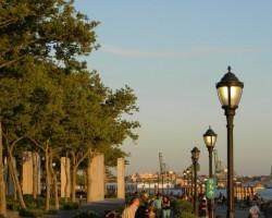 Battery Park - no šejienes var vērot Brīvības statuju