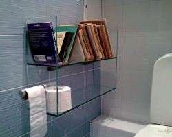 cilvēkiem,kas nekaunās no tā ,ka lasa WC