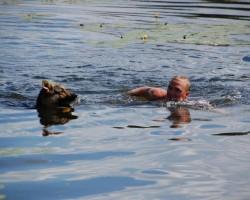 Arī peldēšana - brīvais stils ! :)