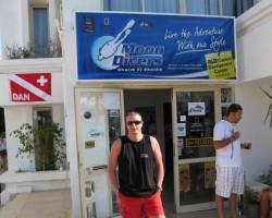 Arī šis klubs - kā jau angļu , labs serviss un cenas !
