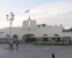 Agrs rīts Kosas agorā (jeb centrālajā laukumā).