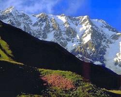 Gruzijas augstākā virsotne Šhara, 5201 m