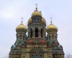 Šī bizantiskajā stilā celtā pareizticīgo katedrāle ir lielākā šāda veida celtne Baltijas valstīs