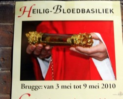 Relikvija - saskaņā ar leģendu šajā traukā ir Kristus asiņu piliens