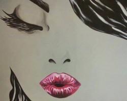 sieviete uz sienas